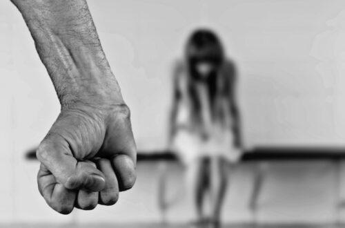 Article : Jeunes, seules et agressées