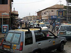 Taxis togolais en embouteillage.